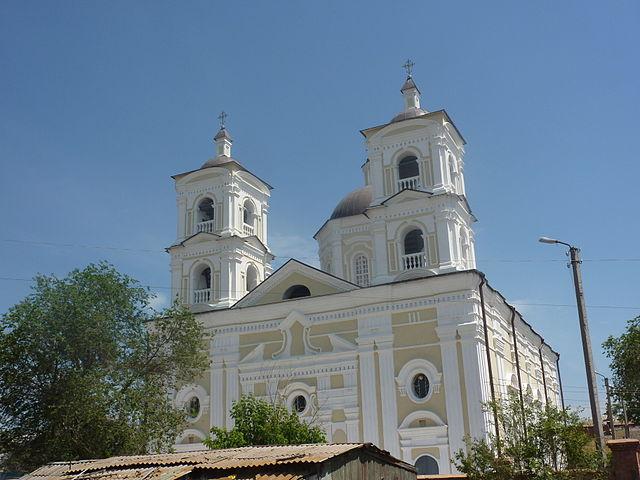 640px-Katoliceskaja_cerkov_Astrakhan